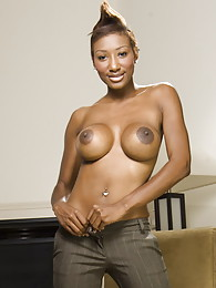 Shi Reeves lets you see her chocolate nipples pictures