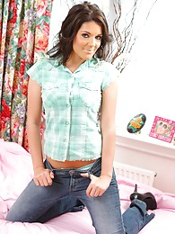 Gorgeous brunette Kelly fresh out of her casual clothes pictures