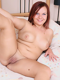 Sexy BBW gets settled on the bed and masturbates sex pictures