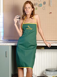 Wearing only an apron in this sexy kitchen session pictures