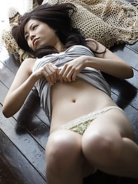 Japanese babe is a show off and flaunts her naked perfect body pictures